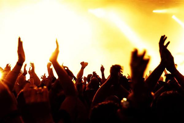 concert_hands_in_the_air-music_theme_desktop_wallpaper_medium